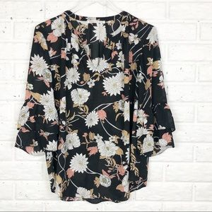 VIOLET & CLAIRE floral blouse | ruffled sleeve